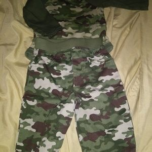 Baby boy Camo Outfit ( Like New)